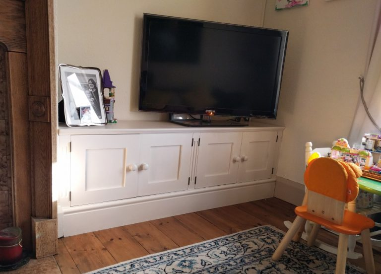Simple cupboard for TV
